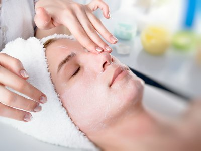 What Does it Mean to Give a Facial?